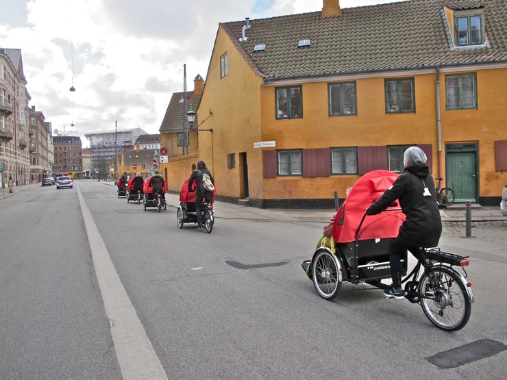 Christiania - Taxi, five on bike lane from behind