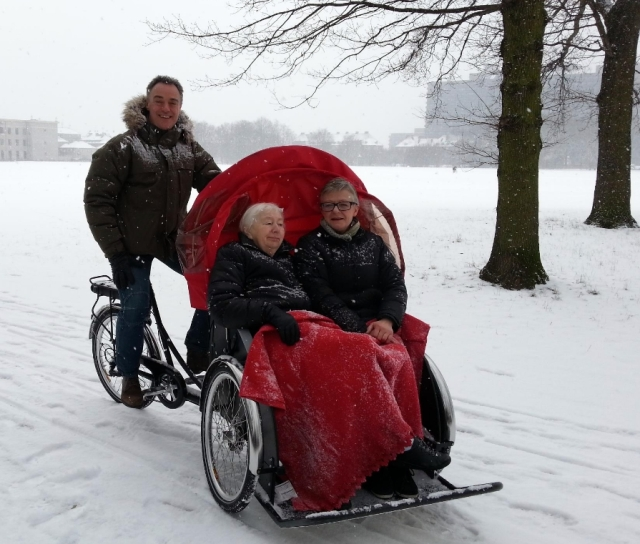 Christiania - Taxi, two elderly passengers on snow