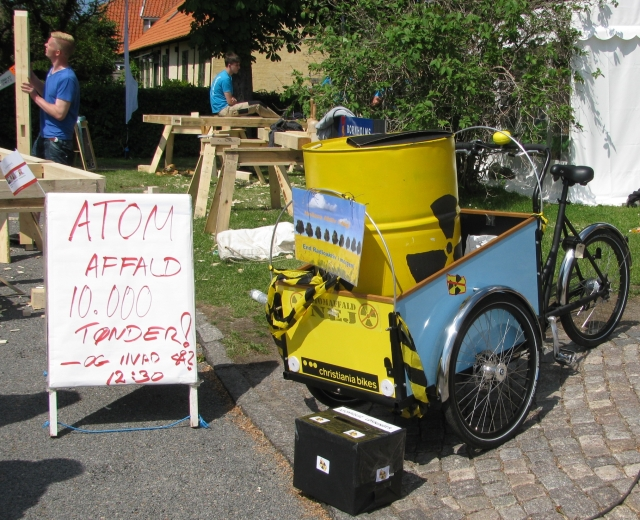Christiania - Event, Allinge, blue-yellow box