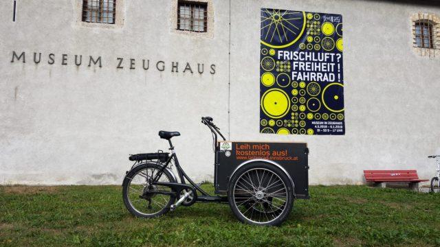 freies-lastenrad-lara-am-zeughaus-in-innsbruck-foto-cargobike-jetzt